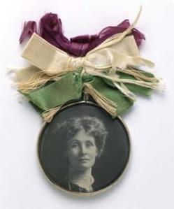http://manekisparlblogg.blogspot.com/2013/01/historia-suffragettsmycken.html#.WKRj2G8rKUl